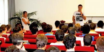 """Aitzol Urain: """"En el trabajo necesitas desenvolverte en inglés, si no, lo pasas mal."""""""